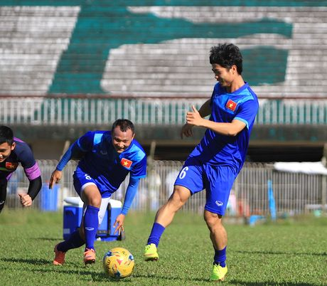 Chuan bi gap Malaysia, Cong Phuong 'cuoi tha phanh' - Anh 8