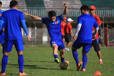 Chuan bi gap Malaysia, Cong Phuong 'cuoi tha phanh' - Anh 9