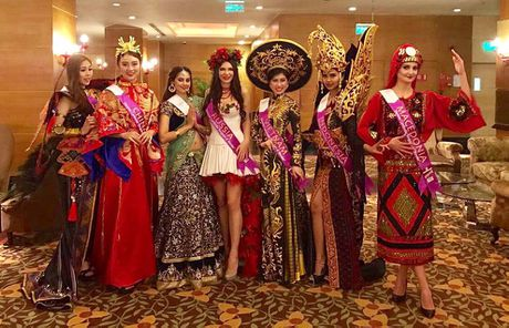 Du hoc sinh Viet lot vao Top 9 'Miss Tourism Metropolitan International 2016' - Anh 1