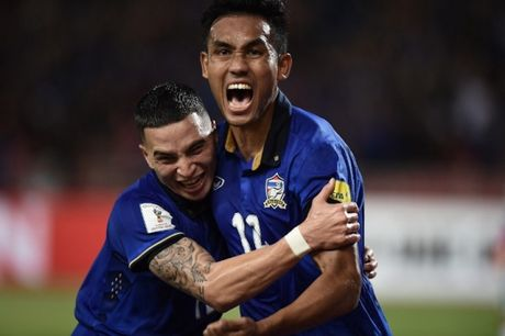 Thang Singapore 1-0, Thai Lan doat ve ban ket dau tien - Anh 3