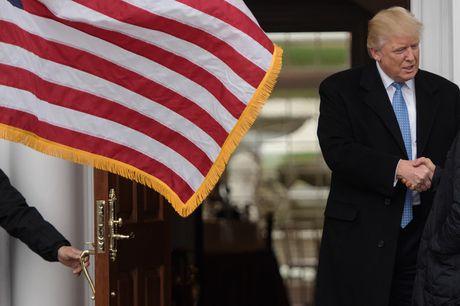 Trump tuyen quan chuc: Kich tinh nhu truyen hinh thuc te - Anh 4
