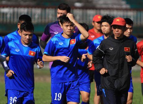 Van Toan om nhe, Xuan Truong tap sut phat cho dau Malaysia - Anh 1