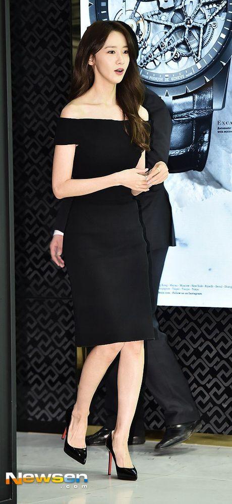 Yoona (SNSD) thay doi trang phuc khi du su kien - Anh 1