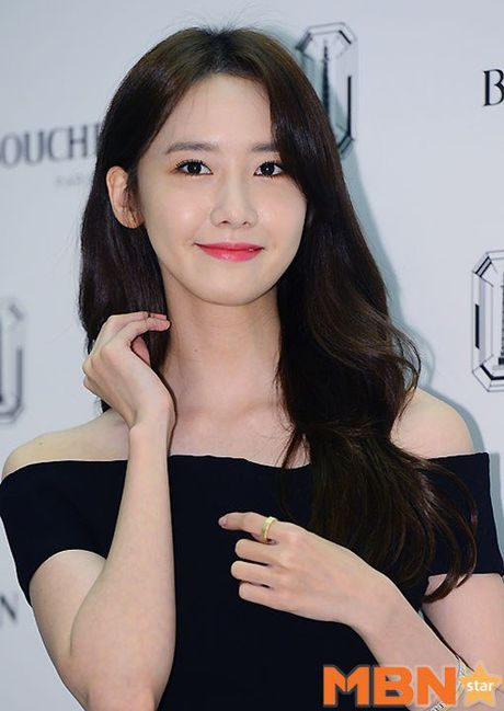 Yoona (SNSD) thay doi trang phuc khi du su kien - Anh 3