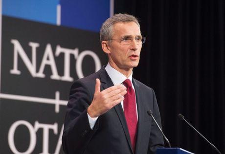 NATO tang cuong phong thu tap the - Anh 1
