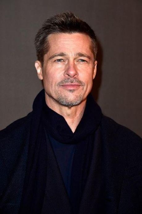 Brad Pitt giau kin tinh moi Margot Robbie vi so Jolie ghen cuong? - Anh 1