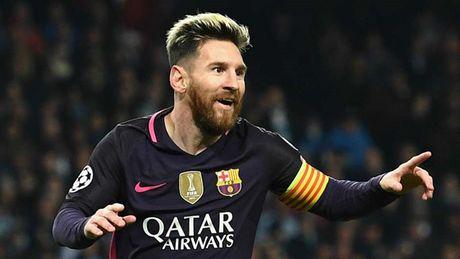 De cu doi hinh hay nhat nam cua UEFA: Messi, Ronaldo dan dat hang cong - Anh 2