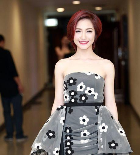 Hoa Minzy 'noi loan', sexy sau thua nhan bi Cong Phuong bo roi - Anh 4