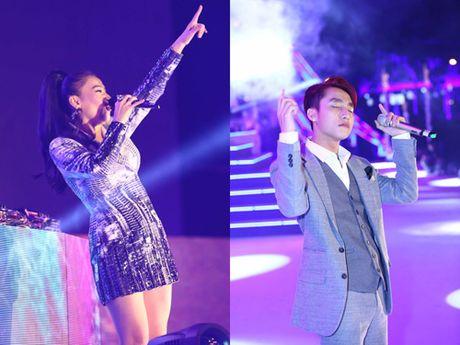 Son Tung chung san khau voi 4 co gai sexy nhat K-Pop - Anh 2