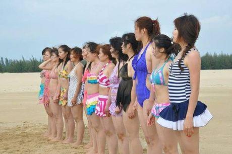 Nu ve si TQ dien bikini tap luyen 'kho sai' trong gia ret - Anh 1