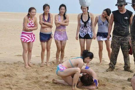 Nu ve si TQ dien bikini tap luyen 'kho sai' trong gia ret - Anh 9