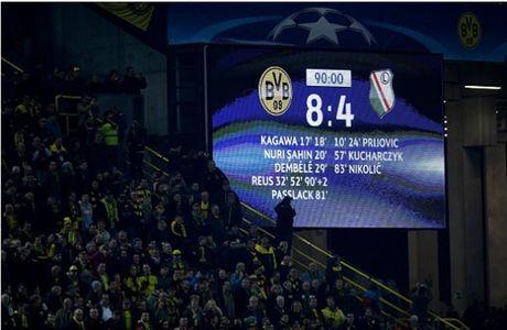 Ghi 8 ban, Reus lap hat-trick, Dortmund 'dan mat' ca troi Au - Anh 10