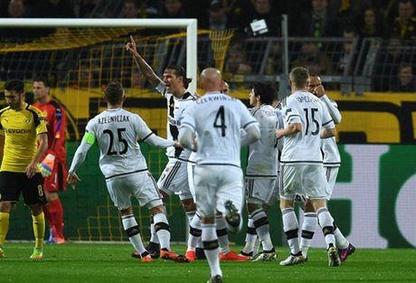 Ghi 8 ban, Reus lap hat-trick, Dortmund 'dan mat' ca troi Au - Anh 1