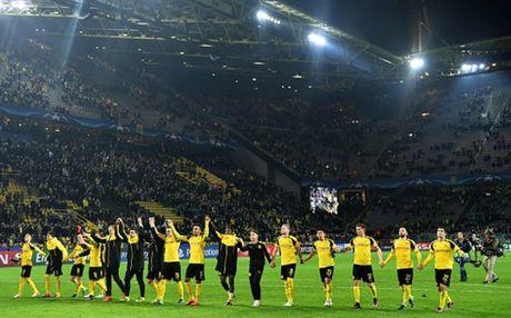 Ghi 8 ban, Reus lap hat-trick, Dortmund 'dan mat' ca troi Au - Anh 9