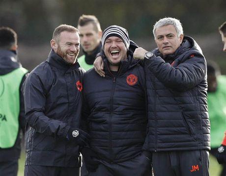 'Ga he' Rooney tro thanh tam diem tren san tap cua Man Utd - Anh 10