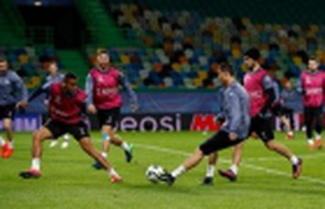 'Ga he' Rooney tro thanh tam diem tren san tap cua Man Utd - Anh 11