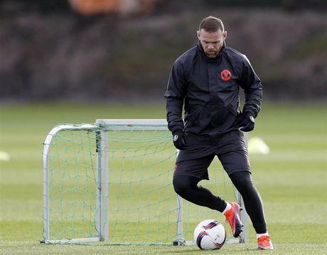 'Ga he' Rooney tro thanh tam diem tren san tap cua Man Utd - Anh 1