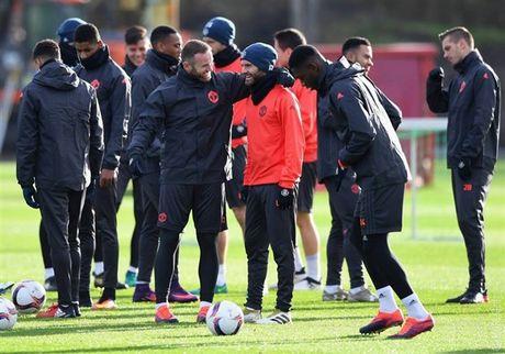 'Ga he' Rooney tro thanh tam diem tren san tap cua Man Utd - Anh 4