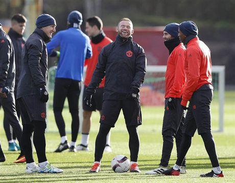'Ga he' Rooney tro thanh tam diem tren san tap cua Man Utd - Anh 5