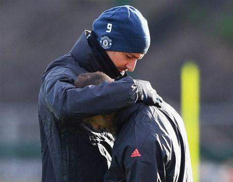 'Ga he' Rooney tro thanh tam diem tren san tap cua Man Utd - Anh 7