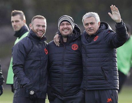 'Ga he' Rooney tro thanh tam diem tren san tap cua Man Utd - Anh 9