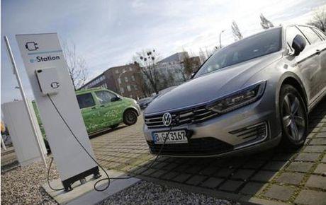 Volkswagen tham vong dan dau thi truong dong xe dien - Anh 1
