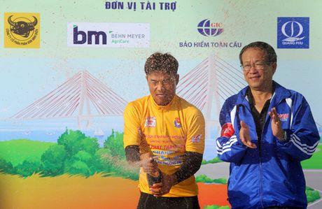 Nguyen Truong Tai bao ve thanh cong Ao vang - Anh 2