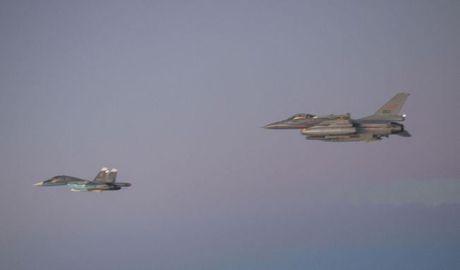Tay Ban Nha, Bo Dao Nha tung chien dau co theo doi Su-35 Nga - Anh 1