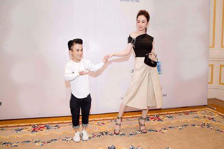 Sao Viet 23/11: Lilly Nguyen bi nghi khong mac ao, Ha Lade khoe bung bau - Anh 8