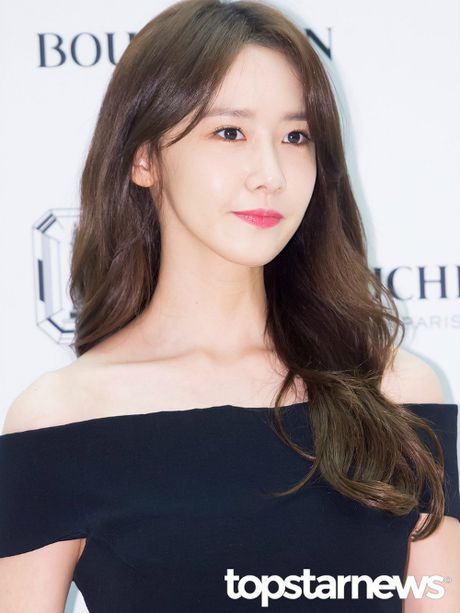 Yoon Ah doi 2 style khac biet trong cung ngay - Anh 1