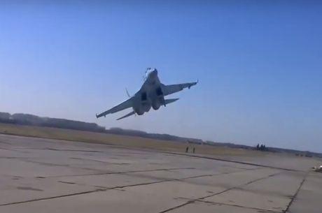 Tiem kich Ukraine bay luon sat mat dat khien nguoi xem hot hoang - Anh 1