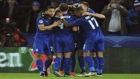 Champions League: Leicester City tien vao vong loai truc tiep - Anh 1
