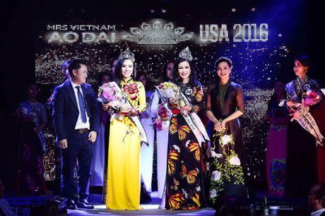 Valencia Tran boi thu giai thuong tai Mrs Vietnam Aodai in USA 2016 - Anh 1