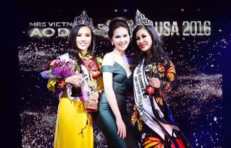 Valencia Tran boi thu giai thuong tai Mrs Vietnam Aodai in USA 2016 - Anh 2
