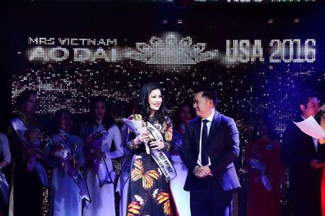 Valencia Tran boi thu giai thuong tai Mrs Vietnam Aodai in USA 2016 - Anh 4