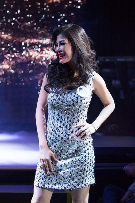 Valencia Tran boi thu giai thuong tai Mrs Vietnam Aodai in USA 2016 - Anh 5