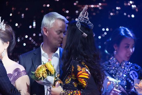 Valencia Tran boi thu giai thuong tai Mrs Vietnam Aodai in USA 2016 - Anh 6