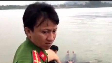 Chien si cong an cuu phu nu nhay cau Ben Thuy - Anh 1