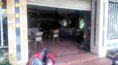 Da Nang: Trom vao quan ca phe dam trong thuong nhan vien - Anh 1
