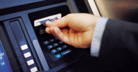 Khach hang 'bong dung' mat 100 trieu trong the ATM, Agribank noi gi? - Anh 1
