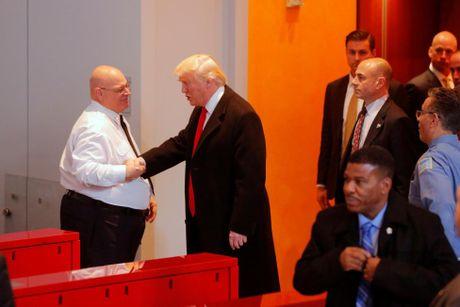 Ong Trump lan dau gap go bao chi sau dac cu - Anh 9