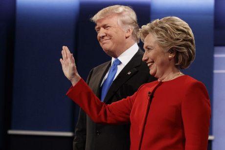 Donald Trump bat ngo 'nhe tay' voi Hillary Clinton - Anh 1