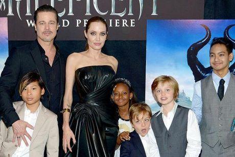 Angelina Jolie 'khan cau' Brad Pitt don Le ta on cung cac con - Anh 1