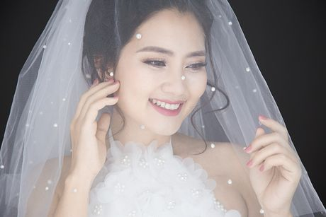 'Kieu nu' Ngoc Lan hoa co dau rang ngoi truoc ngay lam bon - Anh 4