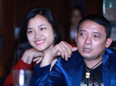 Chien Thang 'to' ban gai kem tuoi muon tao scandal de noi tieng - Anh 1