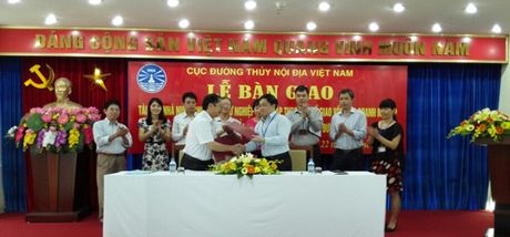 Ban giao tai san nha nuoc cho Truong Cao dang nghe GTVT - Anh 1