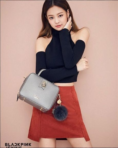 Jennie (Black Pink) cu mac do den la ngau dung hoi - Anh 11
