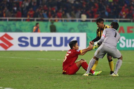 Truc tiep Viet Nam – Malaysia: Thanh Luong du bi, Van Toan va Dinh Dong mat cho - Anh 3