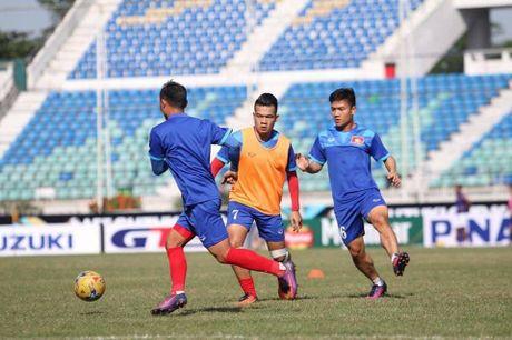 Truc tiep Viet Nam – Malaysia: Thanh Luong du bi, Van Toan va Dinh Dong mat cho - Anh 8