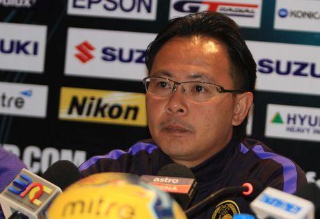 HLV Malaysia 'tang boc' thay tro Huu Thang - Anh 1